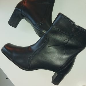 BLONDO | SQUARE TOE LEATHER BOOTIES IN BLACK